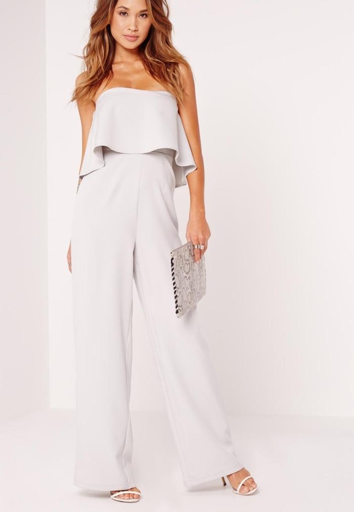 modèle de tenue habillée pour mariage avec une combinaison pantalon de couleur ivoire à top double et pantalon fluide