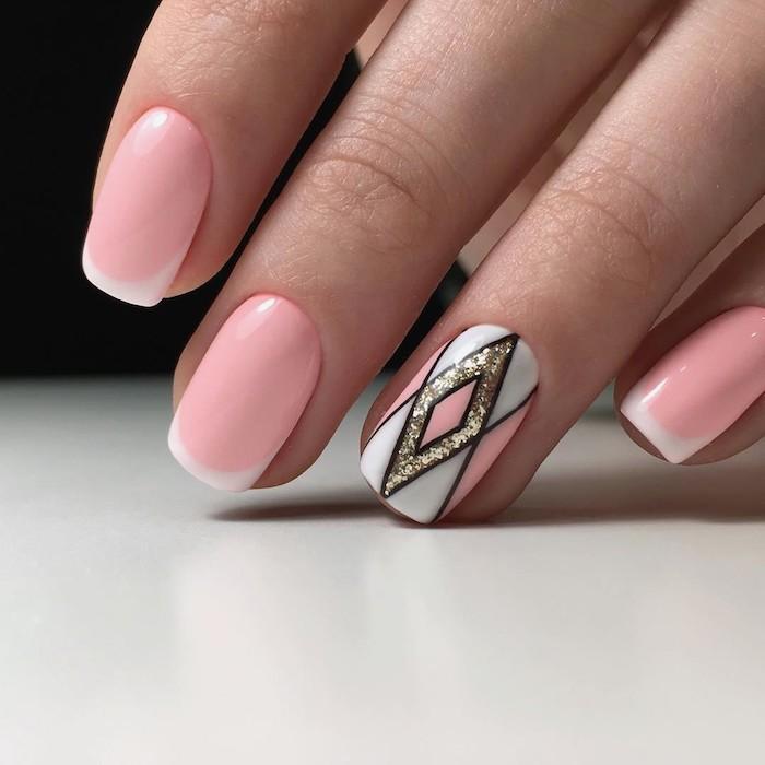 Beau modèle ongle en gel rose claire, idée manucure gel pour ongle belle, femme beauté, belles mains, rose et blanc, style french original