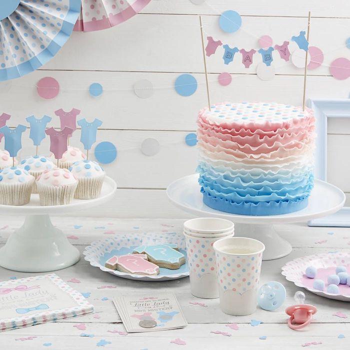 Gateau naissance baby shower gateau bleu et rose decorations choisir le gateau pour femme enceinte