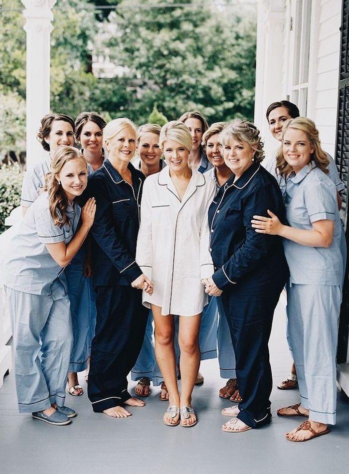 Soirée pyjama avec jeux evjf activité evjf accessoire enterrement de vie de jeune fille original pour toute la famille et les amies