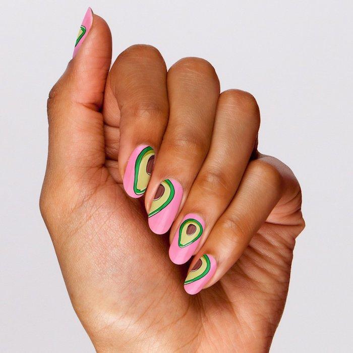 Modele ongle gel rose et vert pour dessin d'avocat, idée manucure, modele ongle nail art en gel, exemple deco ongles