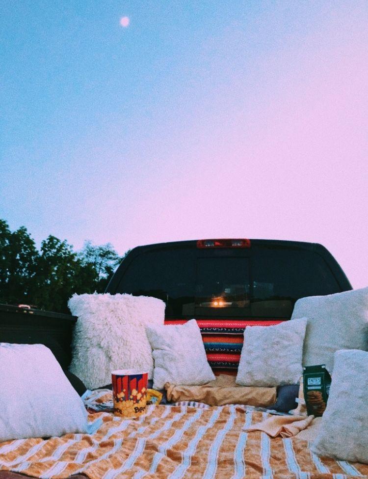 Jeux enterrement de vie de jeune fille activité enterrement vie de jeune fille sous les étoiles regarder un film manger de popcorn