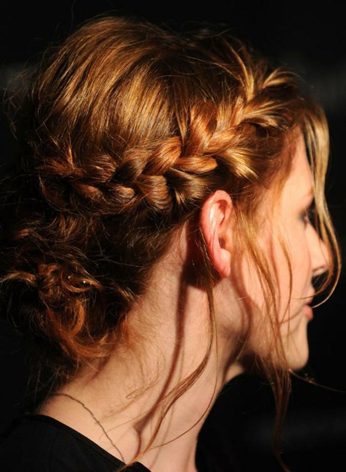 cheveux roux, coiffure tresse chignon, chic négligé, tresse couronne et chignon flou