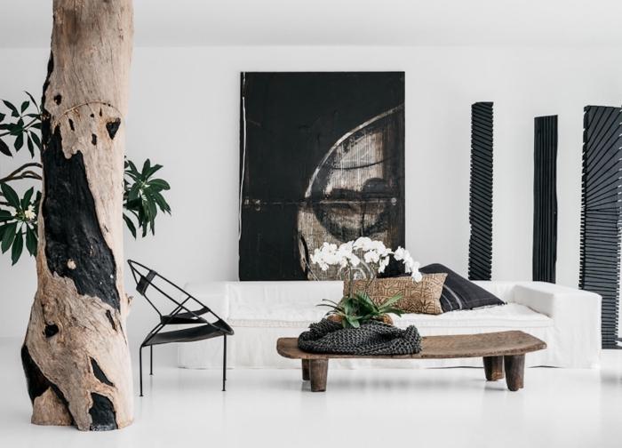 exemple de deco ethnique chic dans une pièce blanche au plancher laqué moderne aménagée avec meubles de bois brut
