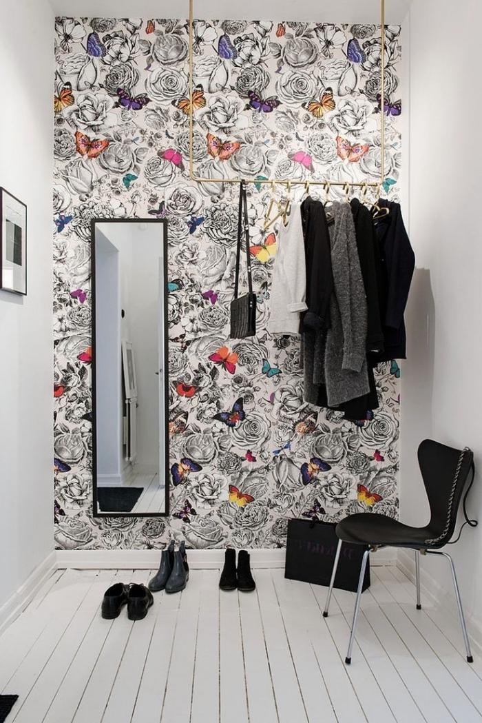 créer un joli mur d'accent dans l'espace dressing avec du papier peint design contemporain poétique et féminin