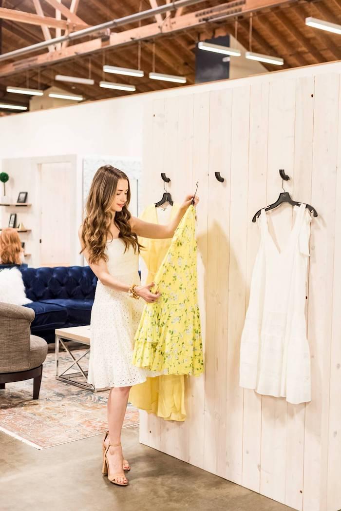 Idée tenue mariage champetre idée invitée mariage champetre robe pour toute occasion choisir sa robe mariage invitée shopping jaune robe fleurie canapé bleu