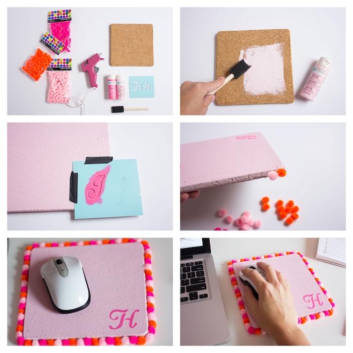 tapis de souris en panneau de liège décoré de couleur rose et customisé de pompons en bordure, lettre monogramme, cadeau a fabriquer pour sa meilleure amie
