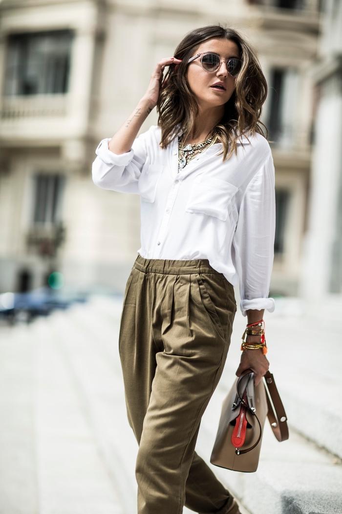 1001 tenues impeccables avec pantalon fluide taille haute - Que porter avec un pantalon beige femme ...
