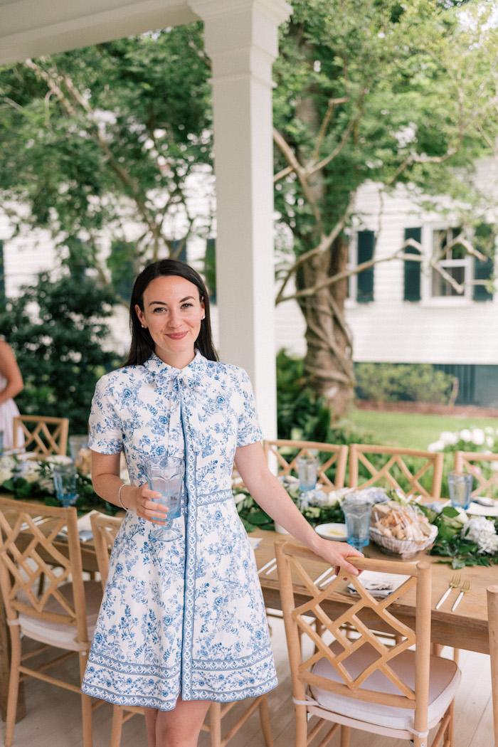 Vintage chic robe invité mariage champetre chic robe blanc et bleu fleurie femme bien habillée style 2018 tendance