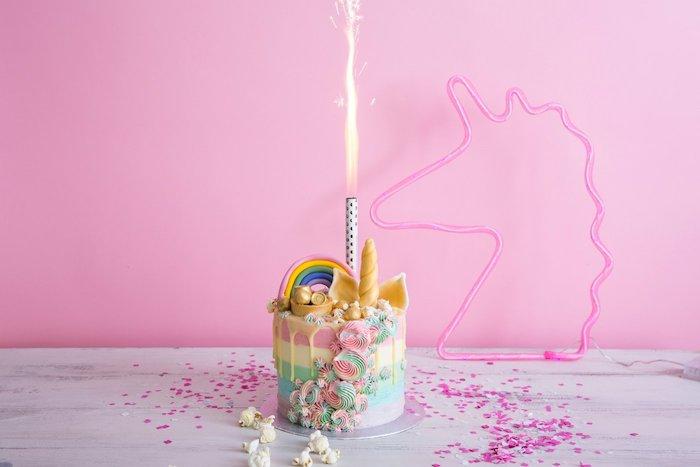 Gâteau licorne originale idée baby shower decoration licorne gateau coloré pastel couleurs crème arc en ciel