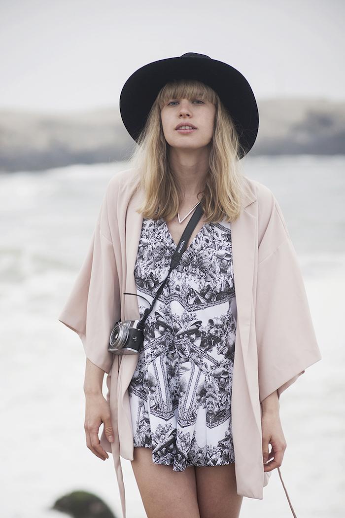 Combishort femme chic pour les vacances, combinaison femme mariage, idée comment adopter le combis-hort habillée, gilet kimono bohème chic