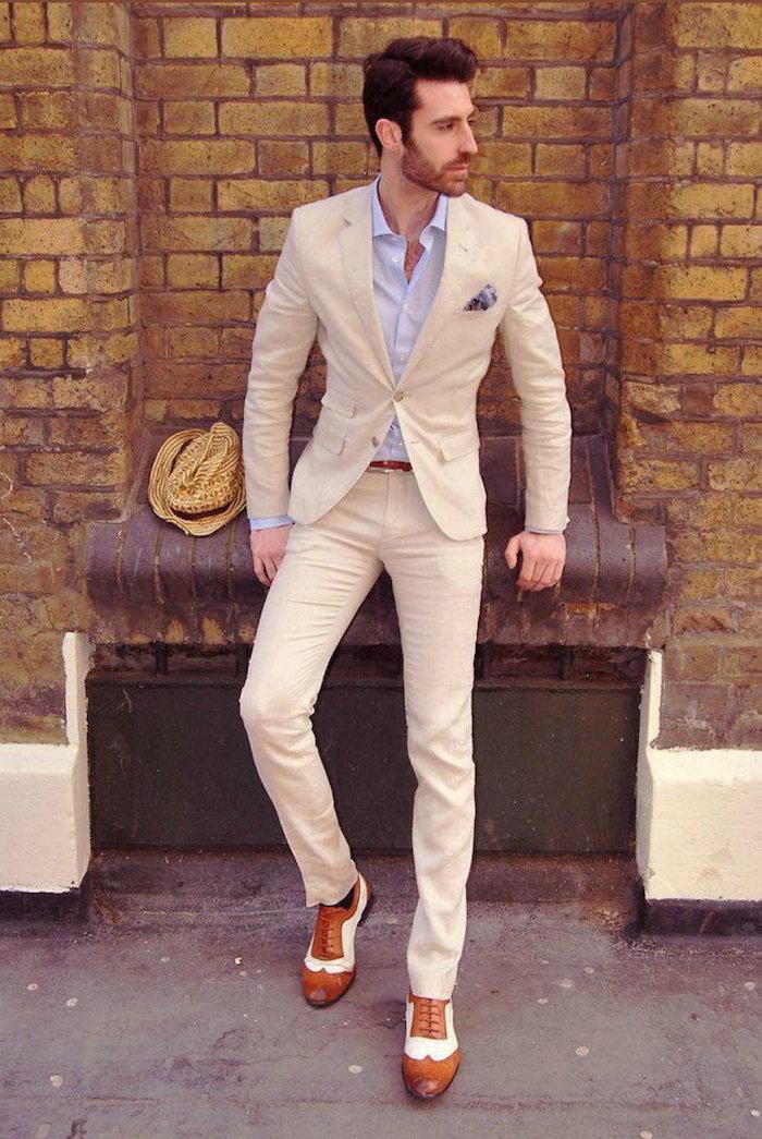 costume beige coupe slim décontracté chic pour mariage en été