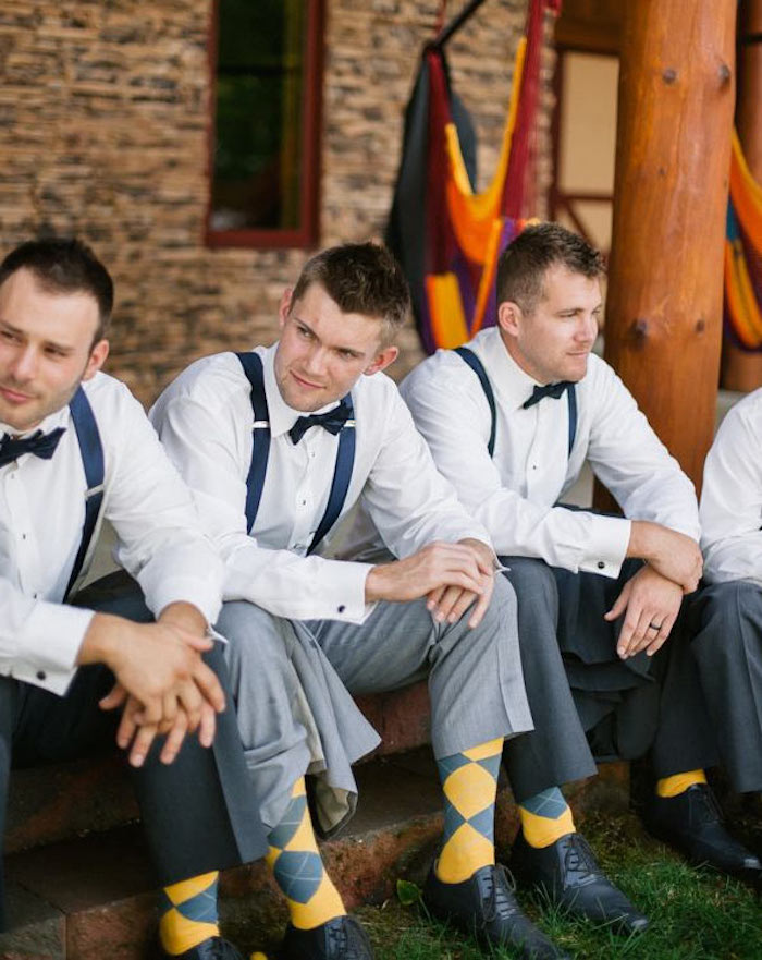 costume homme mariage champetre chic avec costume bretelles et noeud papillon