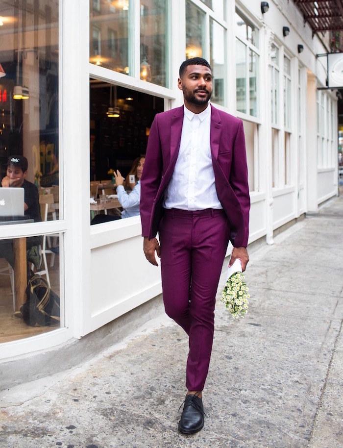 tenue mariage homme invité décontracté costume bordeaux avec chemise blanche