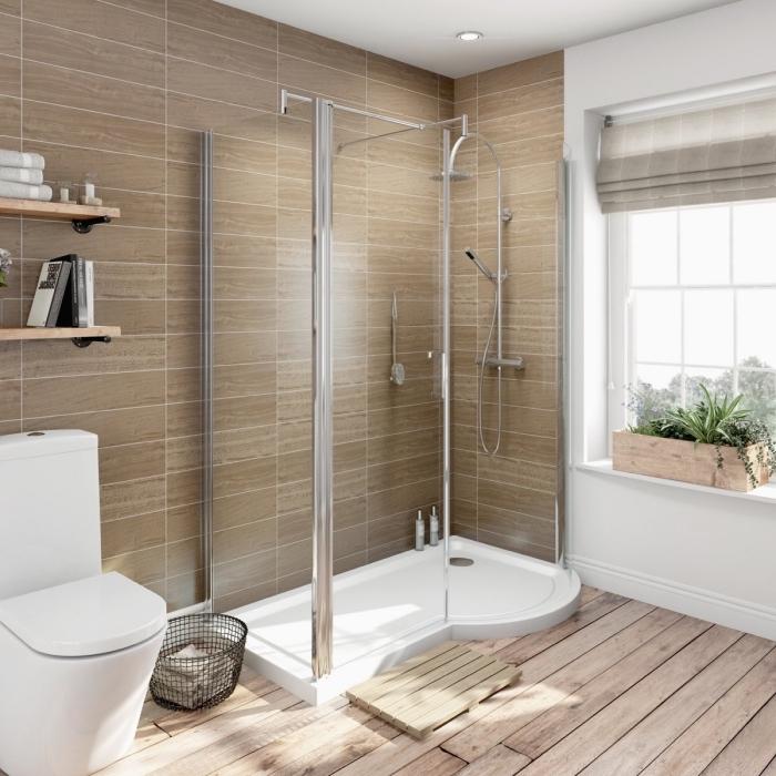 salle de bain tendance aux murs en carrelage neutre avec plancher à design bois clair et équipement en blanc