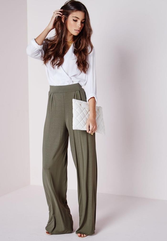 pantalon fluide femme habillé de couleur kaki à porter avec chemise blanche à décolleté en V et chaussures plates