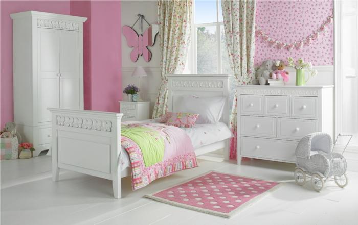 deco rose poudré, murs en couleur rose pale, peinture rose poudré, chambre d'enfant, armoire deux portes en bois peint en blanc, carrelage blanc