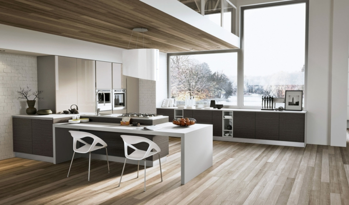 Cuisine Moderne Lumineuse, Deux Chaises Blanches, Comptoir Blanc, Carrelage  Métro