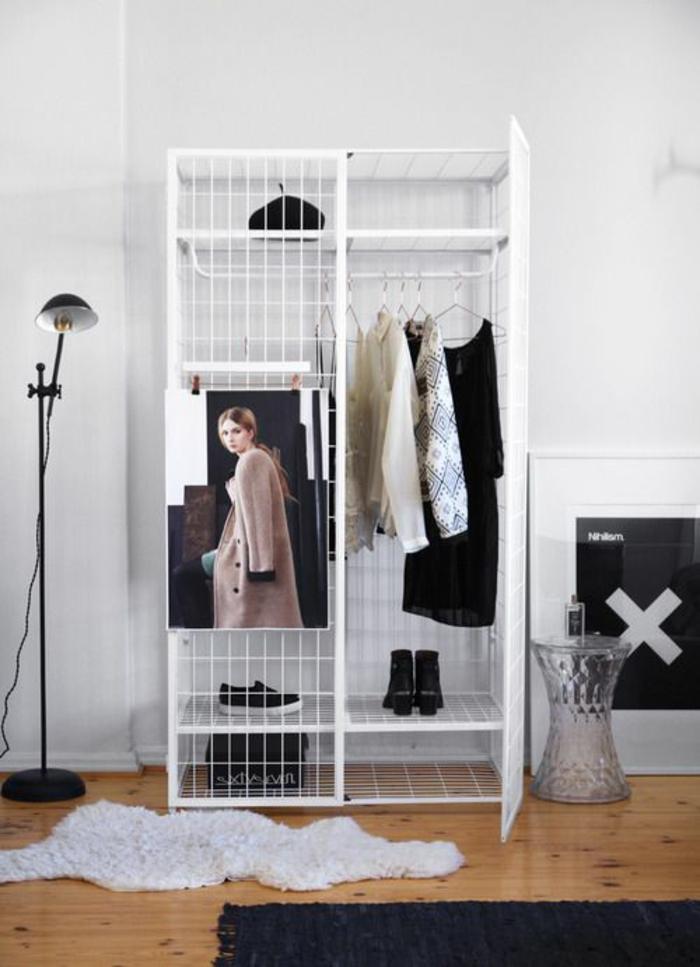 moderniser meuble ancien, customiser un meuble, meuble relooké, armoire en métal peinte en blanc, constituée de grilles de métal mises ensemble