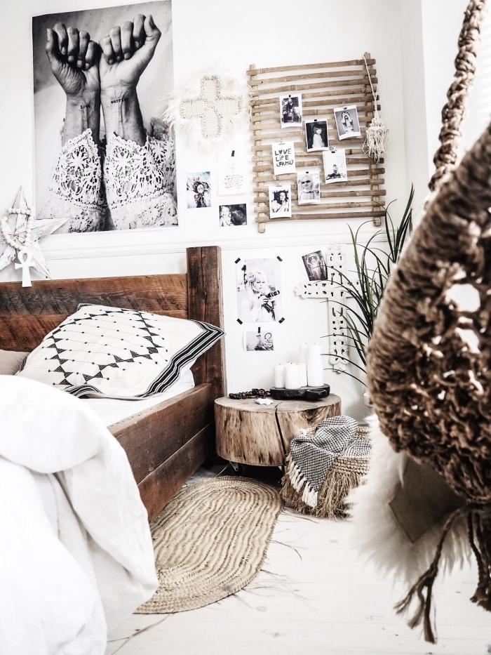 ambiance boho chic moderne dans une pièce blanche aménagée avec meubles de bois et accessoires en fibre végétal