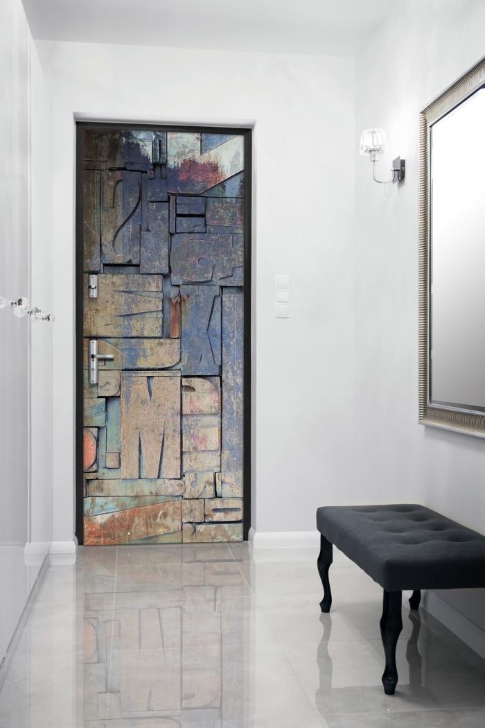 déco d'entrée originale de style à la fois classique et insutriel, papier peint trompe l oeil porte d'entrée