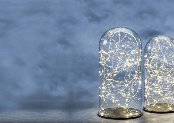 guirlande lumineuse boule, bocaux en verre, guirlande ampoule, décoration féerique de chevet, murs en papier peint en gris fumée