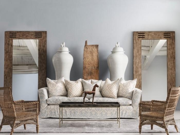 objets de décoration à design ethnique et finitions matières naturelles, objets et meubles de bois clair ou foncé