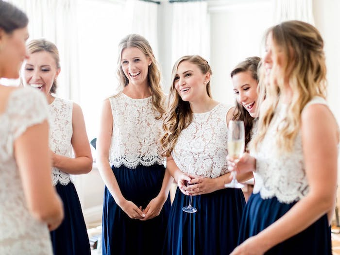Robe longue chic top dentelle jupe plissé bleu foncé robe demoiselle d honneur comment choisir son tenue de mariage invitée idée robe champetre