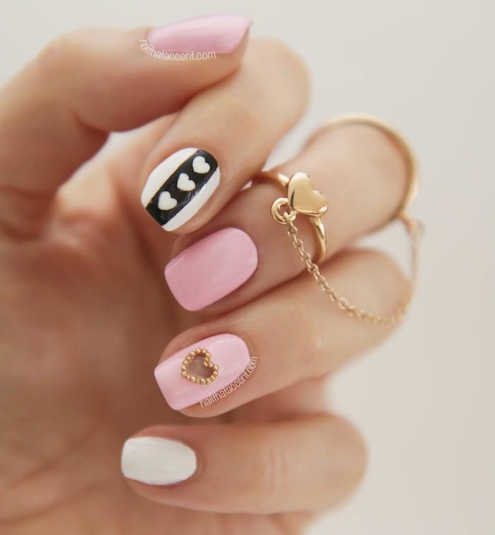 Idee ongle gel rose pale, modele d ongle en gel rose et blanc, dessin coeur sur ongle moderne pour l'été, deco ongle gel facile