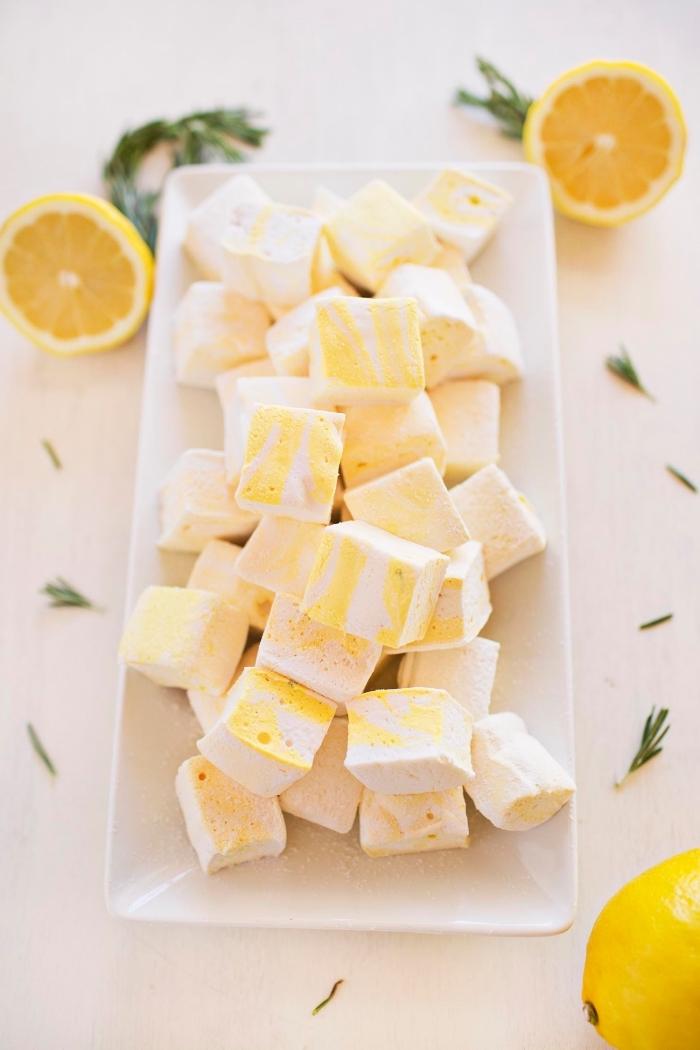recette guimauve faite maison parfumée au citron et au romarine, dessert facile et frais pour l'été qui nous fait retourner dans à l'enfance
