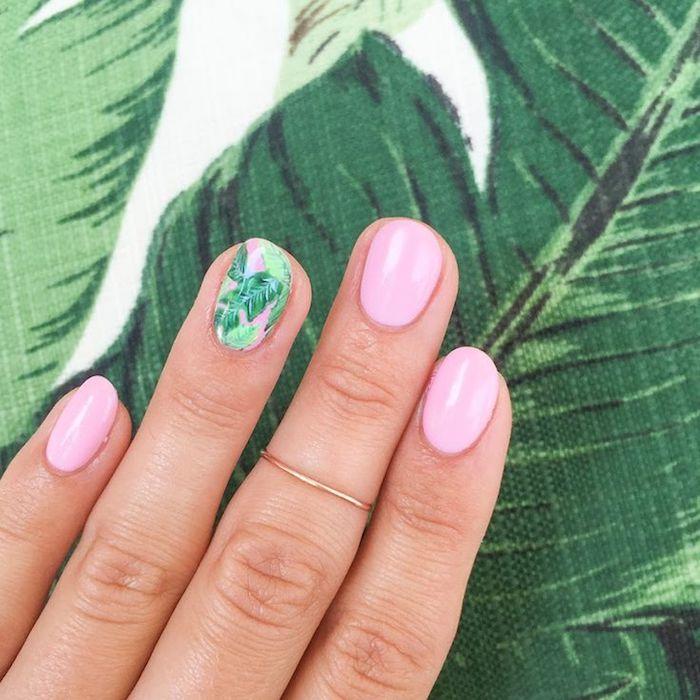 Beau dessin ongle gel rose, dessin branches de palme, modele d'ongle en gel moderne, modele ongle nail art, ongle dessin été 2018