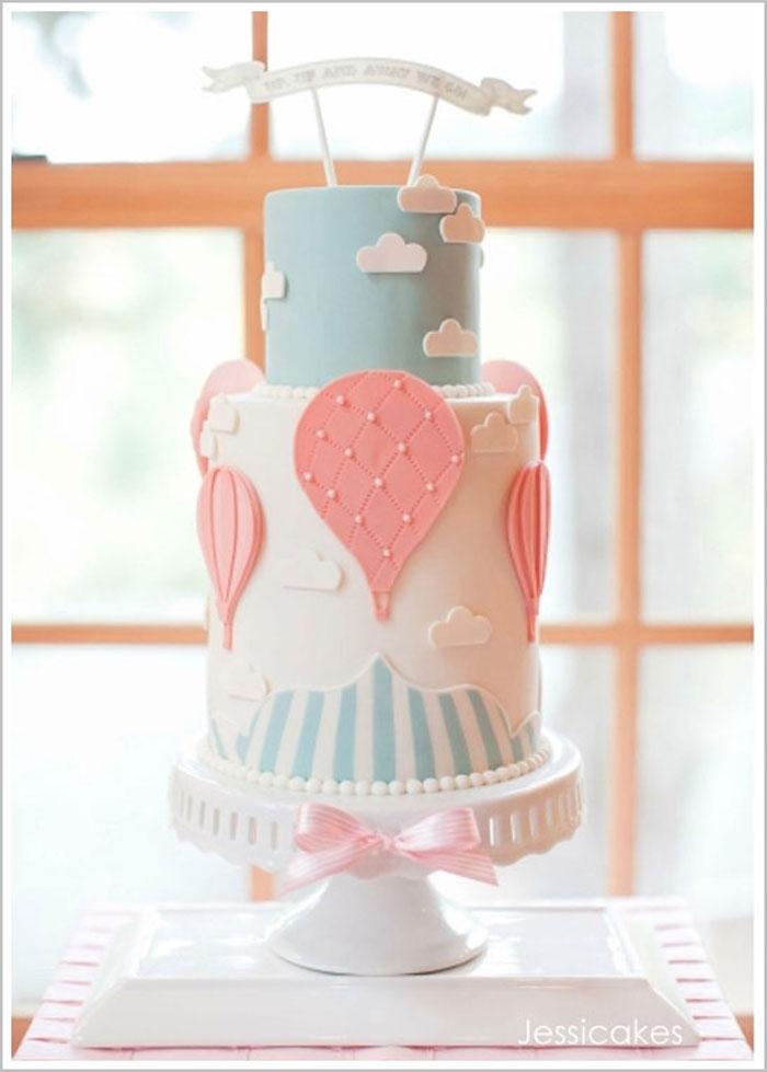 Gateau naissance baby shower gateau s inspirer pour le choix gateau deux etages gateau adorable en pate a sucre vol en ballon