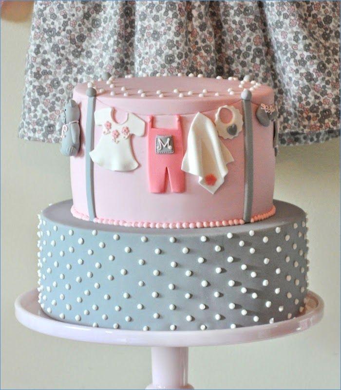 Gateau femme enceinte baby shower gateau choisir le plus beau gateau deux etages pate a sucre gateau adorable idee decoration bebe