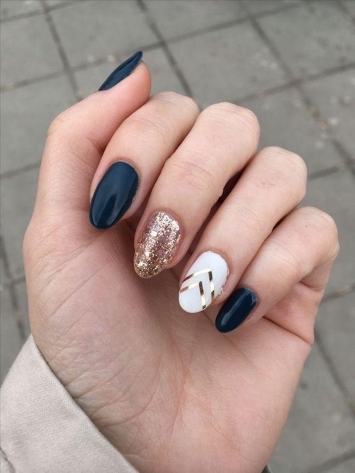 French manucure couleur, modele d'ongle en gel, photo ongle idée originale de déco, originale idée pour ongle ovale en blanc, noir et doré