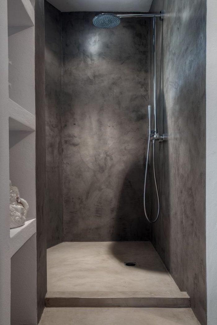 modèle déco salle de bain beton ciré sur le sol et les mur de douche italienne