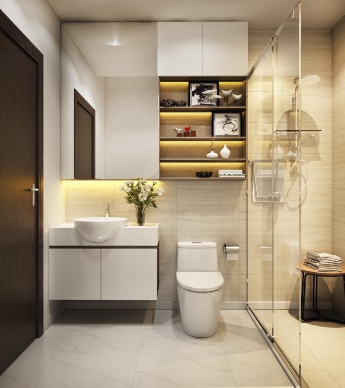 astuces rangement pour espace limité avec étagère murales et miroir à rangement caché, modèle de déco petit espace en beige et blanc