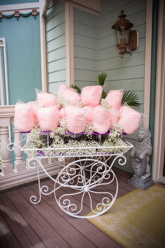 Une entrée décorée avec coton de sucre deco anniversaire fille decoration de table pour anniversaire cool idée anniv