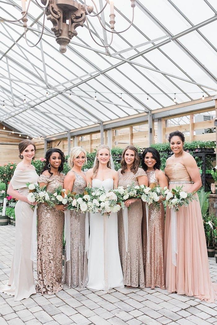 Belle robe pour assister a un mariage champêtre bouquet et robe accessoire mariage rose et or cool idée robesdemoiselles d honneur