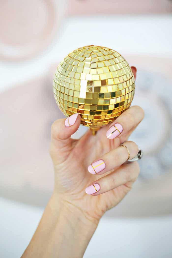 Modele d ongle en gel, deco ongle facile, modele ongle gel decoration rose et doré
