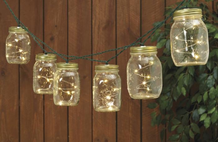 guirlande a pile a faire soi-même avec des pots de confiture en verre avec des couvercles en métal jaune, fil vert, décoration pour la chambre ou pour le jardin