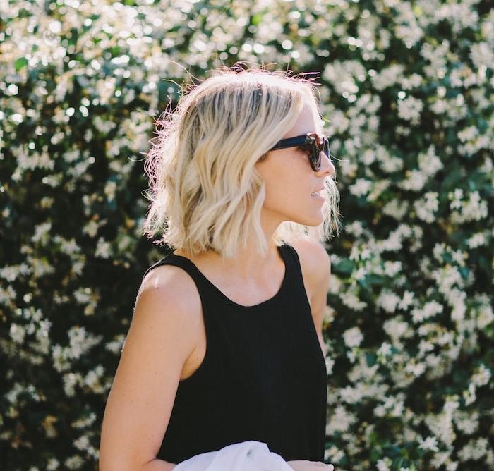 exemple de carré flou sur cheveux coloration blond avec de légères ondulations romantiques, style décontracté décoiffé
