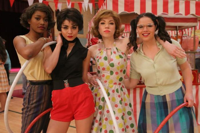 les filles des années 60, tenue guinguette femme, vetement retro, robe à pois multicolores