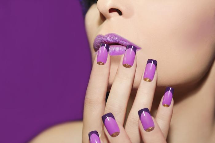 Idee ongle avec vernis gel, modèle ongle en gel, modele ongle nail art image beauté, manucure french coloré, violet et doré