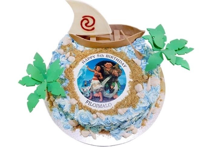 faire une surprise pour anniversaire d'enfant sur le thème de Disney avec un gâteau fait maison à design Vaiana et Maui
