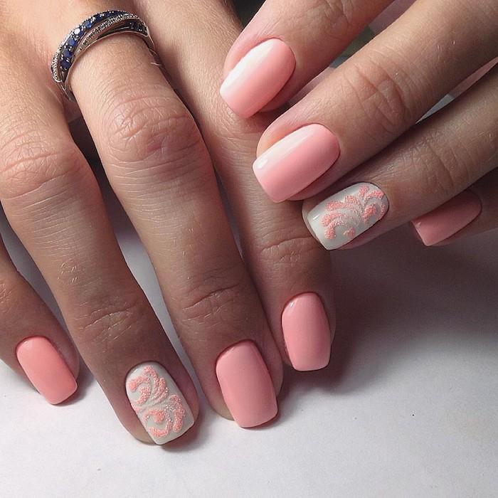 Idée manucure féminine en rose, modèle ongle en gel 3d sur un doigt, modele ongle gel rose et blanc, decoration simple artistique