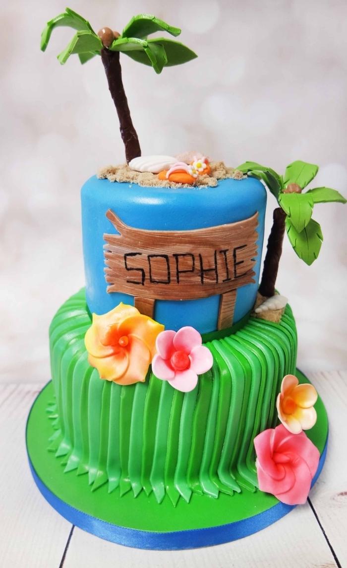 préparer un gâteau d'anniversaire Disney à deux étages au fondant coloré en bleu pour l'effet océan et fondant coloré en vert pour la nature