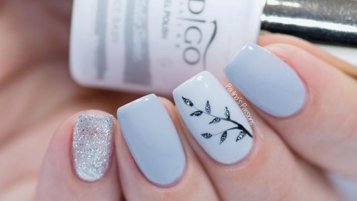 Dessin branche d'arbre pour ongle nail art, modele ongle gel bleu claire et argent, deco ongle gel, photo manucure simplement parfait