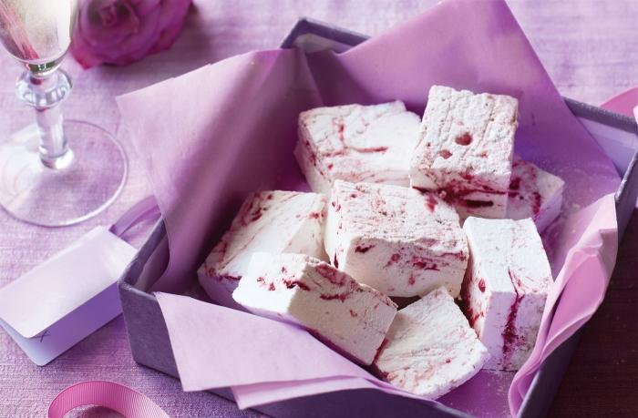 petites friandises à la framboise, dessert simple et rapide à base de guimauve thermomix parfumée à l'eau de rose