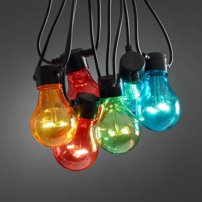 déco cocooning chambre, guirlande lumineuse ampoule, décoration multicolore pour vos murs, guirlande lumineuse boule, fil noir
