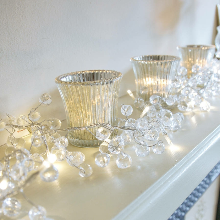 guirlande lumineuse interieur en forme de gouttelettes imitantes le cristal, guirlande lumineuse boule, guirlande lumineuse led